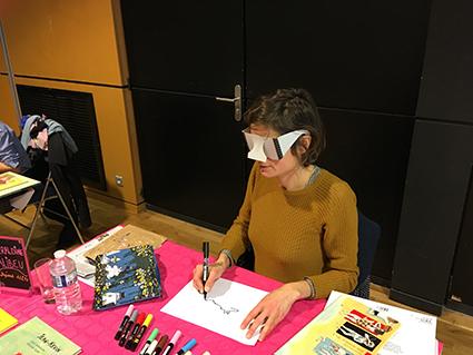 Salon Baie des livres, les illustrateurs s'essaient au dessin avec une altération visuelle - Géraldine Alibeu