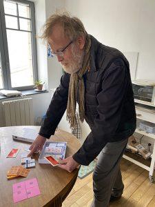 Pierre-Yves découvre la boîte de jeu
